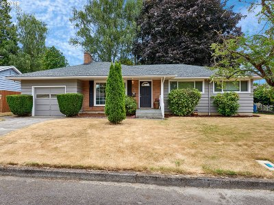 Milwaukie Single Family Home For Sale: 9798 SE 36th Ave
