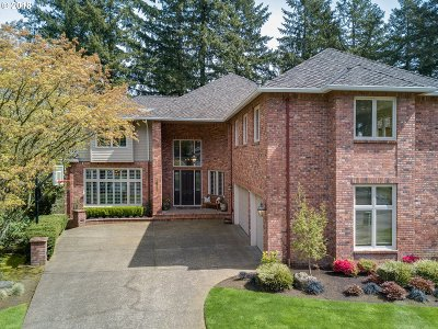 Lake Oswego Single Family Home For Sale: 15567 Village Dr