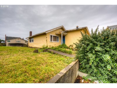 Lincoln City Single Family Home For Sale: 326 SW Ebb Ave