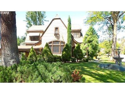 Roseburg Single Family Home For Sale: 316 W Laurelwood Ct