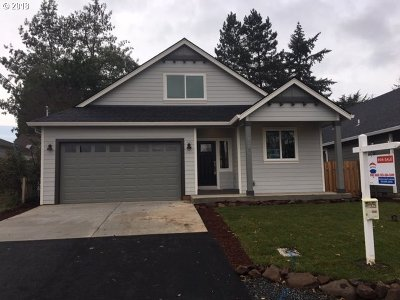 Milwaukie Single Family Home For Sale: 12525 SE 25th Ave