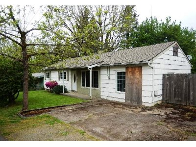 Clackamas County, Columbia County, Jefferson County, Linn County, Marion County, Multnomah County, Polk County, Washington County, Yamhill County Single Family Home For Sale: 843 Norwood St SE