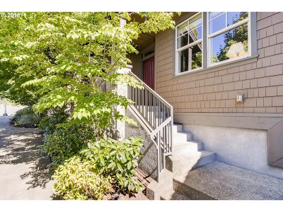 Portland Single Family Home For Sale: 10212 SW Taylor St