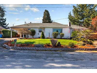 Milwaukie, Clackamas, Happy Valley Single Family Home For Sale: 12545 SE 25th Ave
