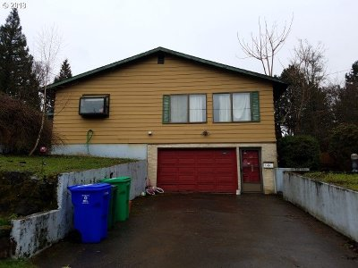 Milwaukie Single Family Home For Sale: 10482 SE 36th Ave
