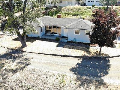 Roseburg OR Single Family Home For Sale: $224,000