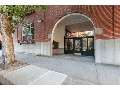 Condo/Townhouse For Sale: 1009 NW Hoyt St #212