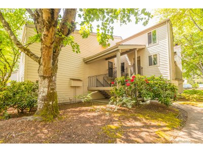 Beaverton Condo/Townhouse For Sale: 10047 SW Trapper Ter