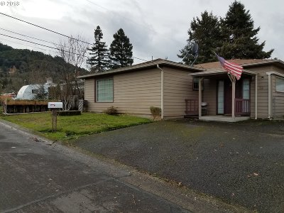 Roseburg Single Family Home For Sale: 682 W Kenwood St