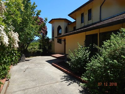 North Bend Single Family Home For Sale: 93734 Hillcrest Ln