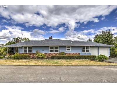 Milwaukie Single Family Home For Sale: 14896 SE Lone Oak Ln