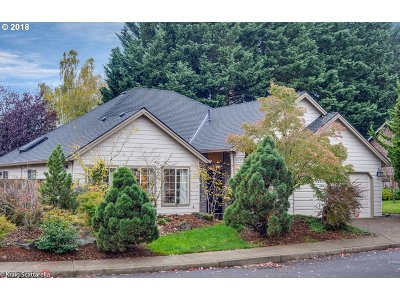 Portland Single Family Home For Sale: 7876 SW Skyhar Ct