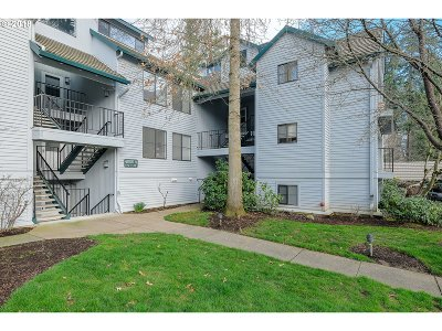Lake Oswego Condo/Townhouse For Sale: 4000 Carman Dr #A11