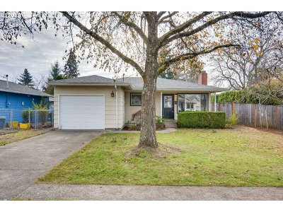 Single Family Home For Sale: 8404 NE Tillamook St