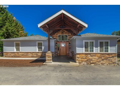 Roseburg Single Family Home For Sale: 999 Broadway St