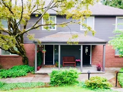 Lake Oswego Condo/Townhouse For Sale: 482 S State St