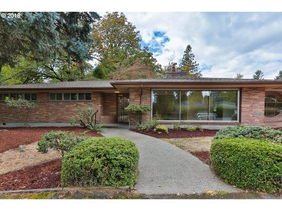 Portland Single Family Home For Sale: 2935 SW 99th Ave