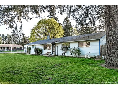 Milwaukie Single Family Home For Sale: 9851 SE 73rd Ave