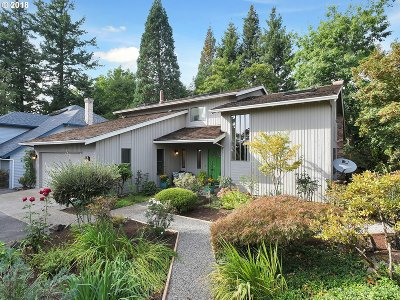 Portland Single Family Home For Sale: 2430 SW 85th Ct
