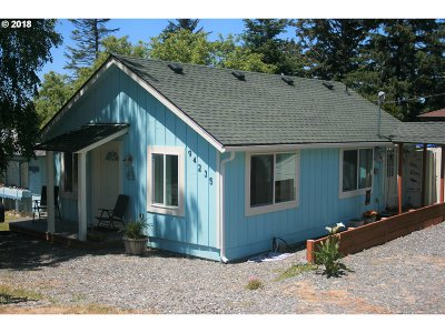 Gold Beach Single Family Home For Sale: 94235 Eighth St