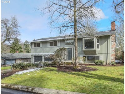 West Linn Single Family Home For Sale: 1267 Farrview Ct