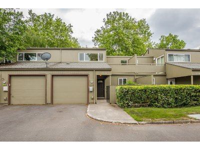 Beaverton Condo/Townhouse For Sale: 17574 NW Rolling Hill Ln