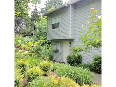 Lake Oswego Condo/Townhouse For Sale: 3433 McNary Pkwy #501