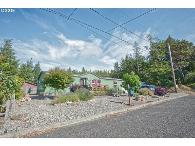 Coos Bay Single Family Home For Sale: 755 Augustine St