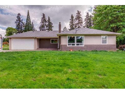 Milwaukie Single Family Home For Sale: 19013 SE Gary Ln