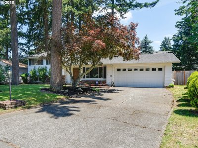 Portland Single Family Home For Sale: 3826 SE 153rd Ave