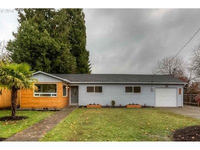 Salem Single Family Home For Sale: 174 SE 45th Ave
