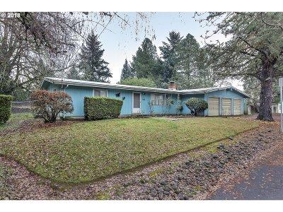 Hillsboro Single Family Home For Sale: 990 SE 8th Ave
