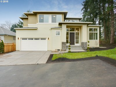 Milwaukie Single Family Home For Sale: 2637 SE Tilia Ln