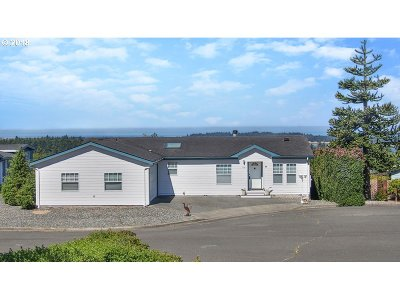 Coos Bay Single Family Home For Sale: 712 Denise Pl