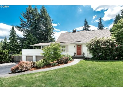 Milwaukie Single Family Home For Sale: 5836 SE Oetkin Rd