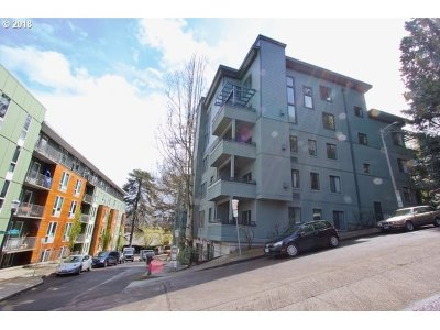 Condo/Townhouse For Sale: 2024 SW Howards Way