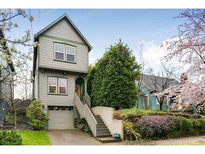 Portland Single Family Home For Sale: 5552 SE Ash St