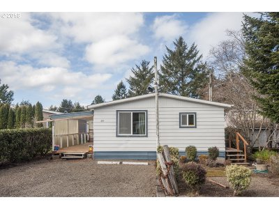 Lincoln City Single Family Home For Sale: 621 SE Reef Ave