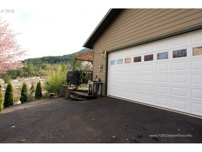 Canyonville Single Family Home For Sale: 120 Canyon View St
