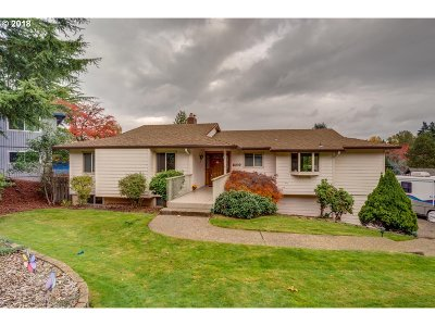 Milwaukie Single Family Home For Sale: 6039 SE Alderhill Loop