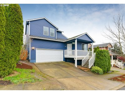 Clackamas Single Family Home For Sale: 14004 SE Summerfield Loop