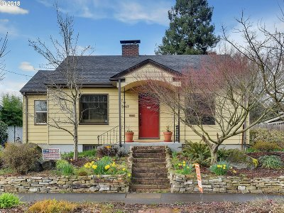 Portland Single Family Home For Sale: 5817 SE 20th Ave