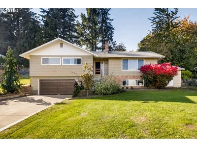 Scappoose Single Family Home Bumpable Buyer: 52559 NW Eastview Dr