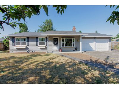 Oregon City Single Family Home For Sale: 18907 Oaktree Ave