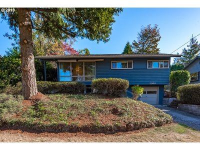 Portland Single Family Home For Sale: 2940 NE 88th Pl