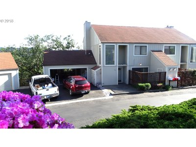 Roseburg Condo/Townhouse For Sale: 16 NE Spyglass Dr #16