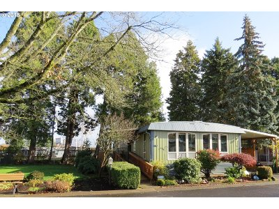 Eugene Single Family Home For Sale: 1800 Lakewood Ct Sp 60