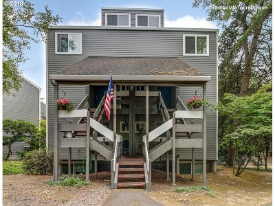 Lake Oswego Condo/Townhouse For Sale: 4652 Lower Dr