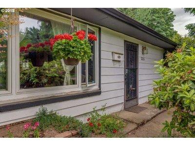 Portland Single Family Home For Sale: 2756 NE Fremont Dr