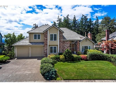 Portland Single Family Home For Sale: 833 SW Summit View Dr